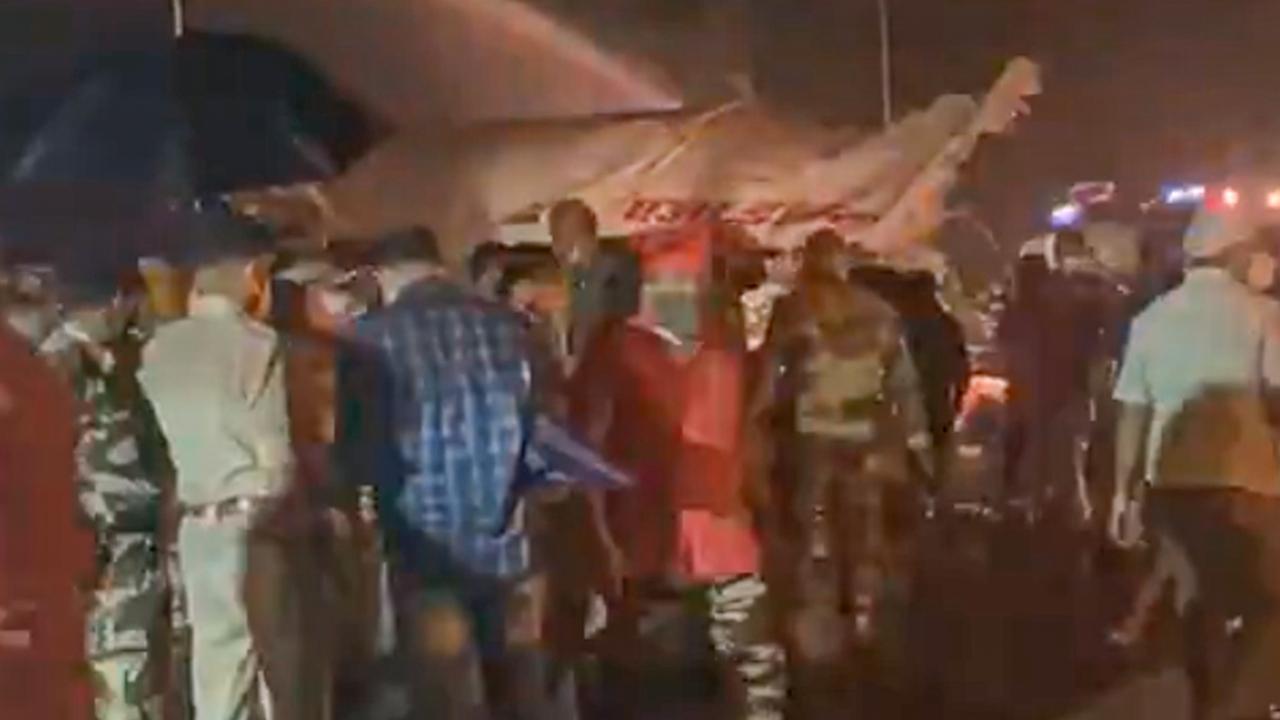 В Индии разбился самолет со 191 человеком на борту