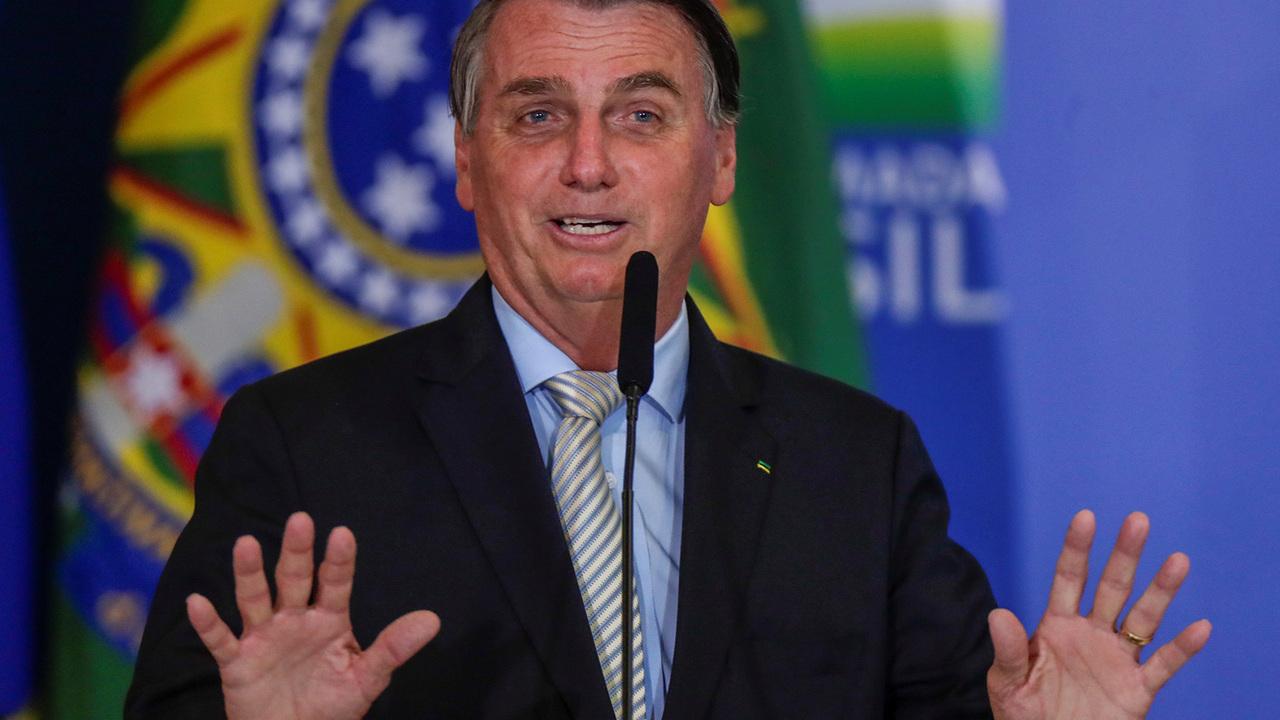 Болсонару призвал бразильцев не ныть на фоне рекордной смертности от COVID-19